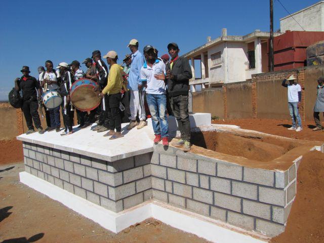 Refaire votre caveau familial ou construire un caveau tout neuf à Madagascar ?