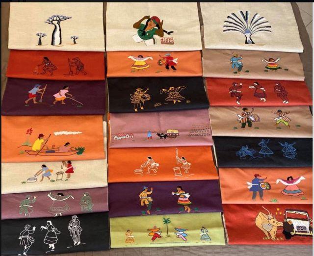 """""""Reflet Malagasy"""" est une boutique en ligne d'article de décoration avec des images ou figures Malagasy brodées ou marquées"""